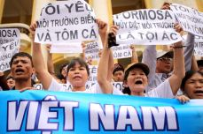 epa05285064 Vietnamese protesters hold banners reading 'Formosa destroys the environment, which is a crime' and 'I love the sea, shrimp and fish' during a rally denouncing recent mass fish deaths in Vietnam's central province, in Hanoi, Vietnam, 01 May 2016. According to protesters, waste discharge from Taiwanese conglomerate Formosa is to blame for causing the recent mass fish deaths along Vietnam's central coast, which caused public alarm and hit local fishermen. The government announced earlier that the fish could have been killed by toxic discharge produced by humans; however it said there is no proof that Formosa is linked to the fish deaths. EPA/LUONG THAI LINH