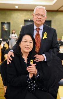 Hình trái: Ông bà Phạm Quang Hậu, Đại diện JFFV tại Dallas sẽ cùng với thân hữu tổ chức buổi gây quỹ Công Lý Cho Nạn Nhân Formosa tại Dallas vào tháng 10 sắp tới.