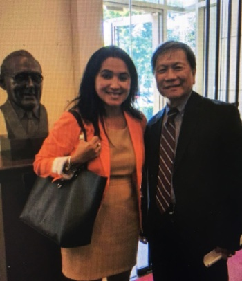 Cyndi Nguyễn và Ông Đoàn Hữu Định, Đại diện của Nhóm JFFV tại vùng Hoa Thịnh Đốn chụp hình kỷ niệm nhân buổi Cyndi Nguyễn vận động cho Nạn Nhân Formosa tại Quốc Hội Hoa Kỳ vào trung tuần tháng 7 vừa qua.