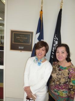Nhóm JFFV vận động tại Thượng viện Hoa Kỳ. Hình trái từ trái: Nancy Bùi, Quỳnh Hoan.