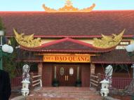 HÌnh trái: Chùa Đạo Quang.