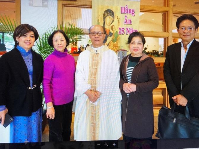 Buổi gây quỹ tại Dallas vào đầu tháng 4, 2018 với sự chủ tọa của LM. Nguyễn Văn Hùng đến từ Đài Loan, người đứng giữa trong hình phải.