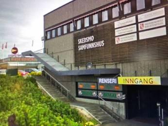 Hội trường Skedsmo Samfunnshus thuộc Khu Trung tâm thương mại lớn và sang trọng vào bậc nhất tại thủ đô Oslo là địa điểm gây quỹ tại Na Uy.