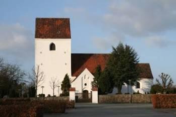 : Trung tâm Tranbjerg Skole Kirketorvet khang trang và cổ kính là địa điểm gây quỹ tại Đan Mạch.